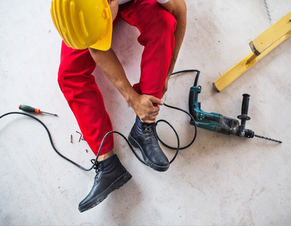 worker gets injured at work requires personal injury solicitor